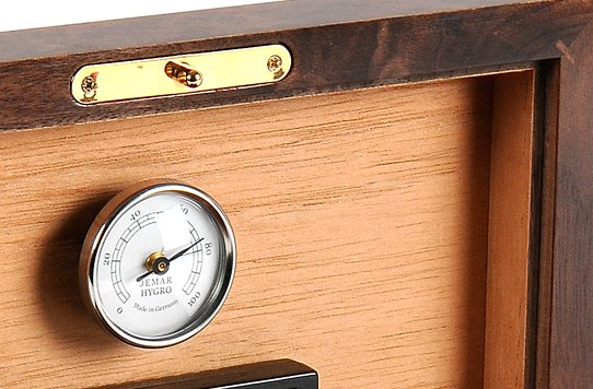 HUMIDORS FEATURES